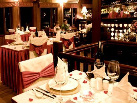 Restaurant de Jonque Valentine Halong