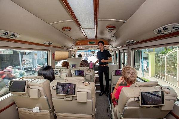 louer une voiture avec chauffeur hanoi halong agence de voyage hanoi. Black Bedroom Furniture Sets. Home Design Ideas