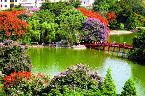 découvrir le lac Hoan Kiem