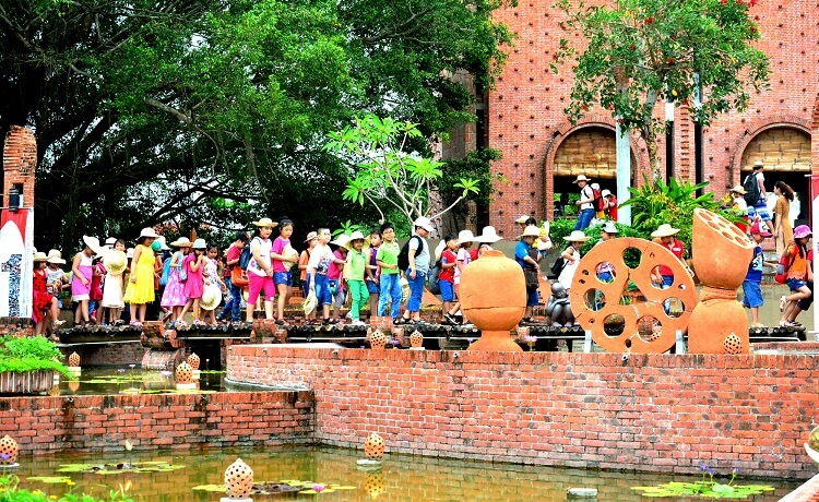 le parc en terre cuite Terra Cotta au village Thanh Hà