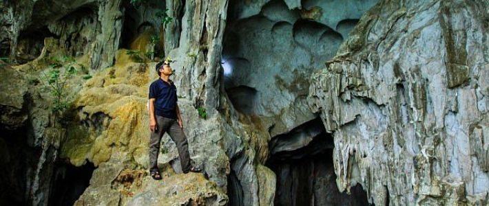 Une grotte en baie Bai Tu Long